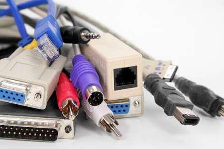 電腦纜線連接器